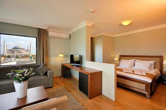 أجورا لايف هوتل: Suite Room