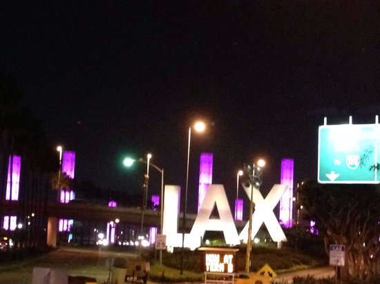 Courtyard Los Angeles LAX/Century Boulevard: Hotel driveway is right at main entrance to LAX -- a quick 5 min shuttle to the terminals.  It's