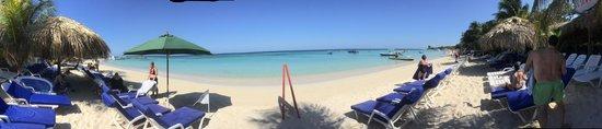 Paradise Beach Hotel: Beach view