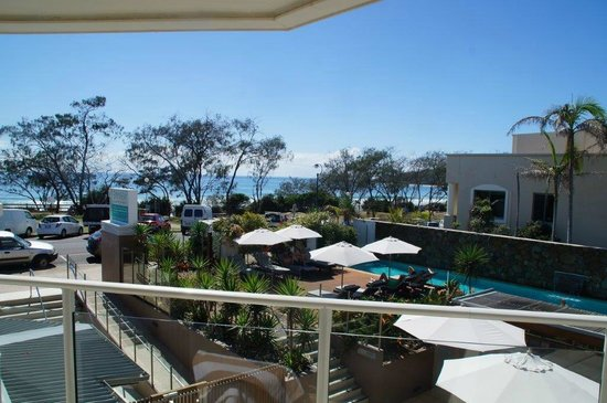 Bayview Beachfront Apartments: View over pool & ocean