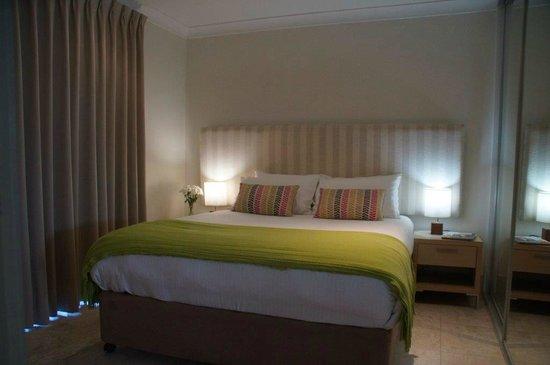 Bayview Beachfront Apartments: Master bedroom - Superior Apartment