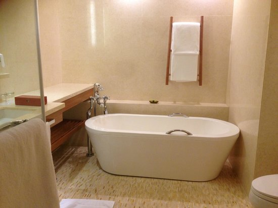 InterContinental Saigon Hotel: Big Bath