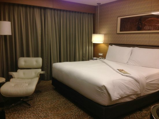 InterContinental Saigon Hotel: King Size bed