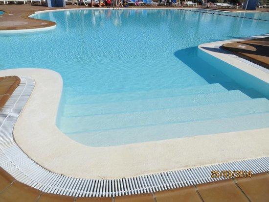 HL Paradise Island : La piscina