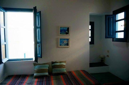 Oia's Sunset Apartments: Calm