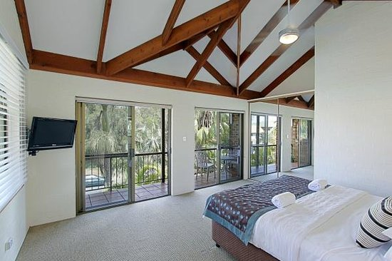The Terraces: Fabulous large master bedroom
