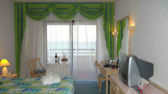 Palm Beach Hotel & Bungalows : Interior of my room