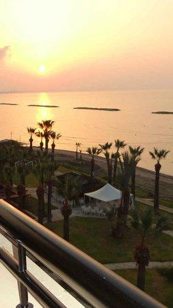 Palm Beach Hotel & Bungalows : Sunrise at the Palm Beach