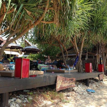 Lanta Castaway Beach Resort: View of beach bar from beach