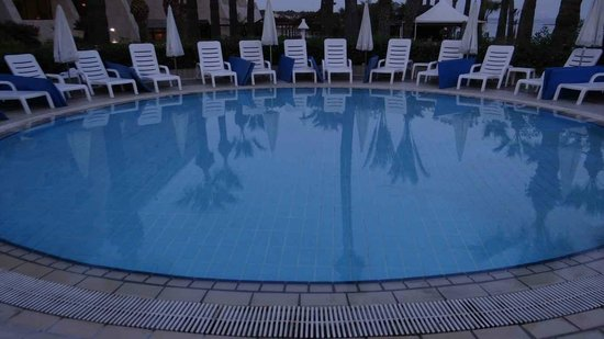 Palm Beach Hotel & Bungalows: Pool