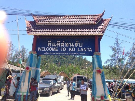 Lanta Castaway Beach Resort: Koh Lanta Pier