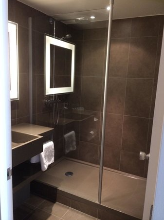 Novotel Leeds Centre: Superior room bathroom