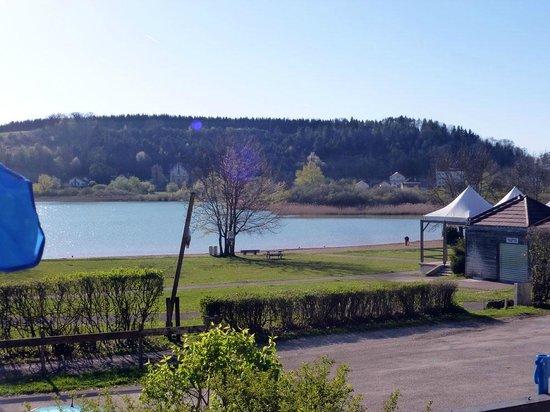 Hotel Restaurant La Chaumiere du Lac: VUE DEPUIS LA CHAMBRE OU LA TERRASSE
