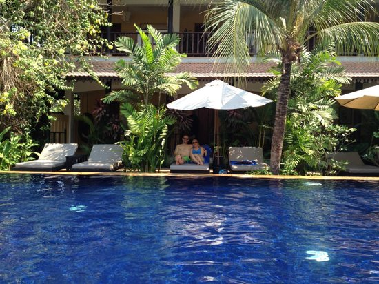 Siddharta Boutique Hotel : Snuggle up on a 2-person pool chair!