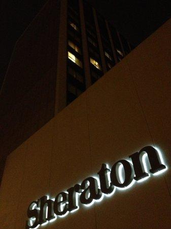 Sheraton Clayton Plaza Hotel St. Louis: Exterior nighttime