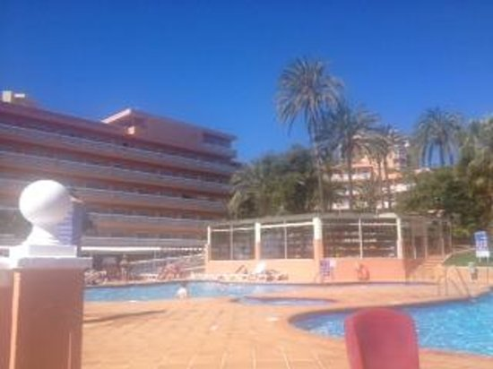 Best Siroco: view of the hotel from the pool side