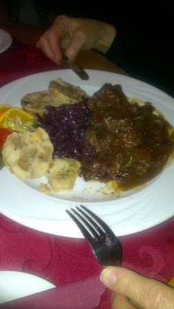 Restaurant Schlossgarten: Wild goulash with red cabbage and dumplings