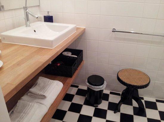 Ocean Hotel & Conference: Bathroom