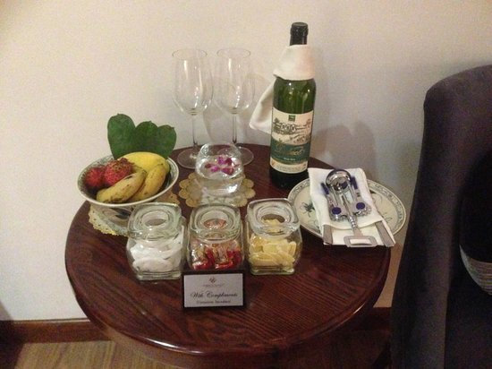 Essence Hanoi Hotel & Spa: The lovely complimentary awaiting us