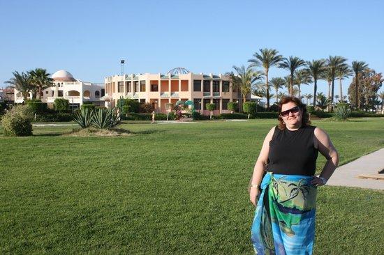 Golden 5 Paradise Resort: На поле для гольфа.