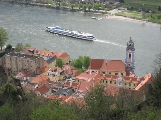 Discover Vienna Tours : Danube river with cruise boat
