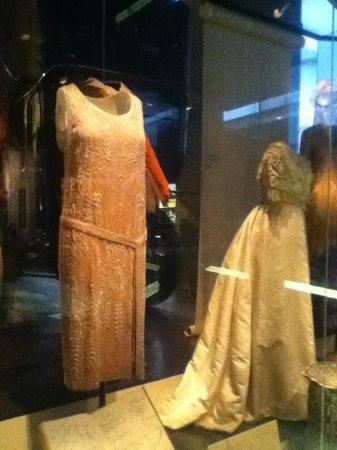 Museum of London : Dresses from different periods
