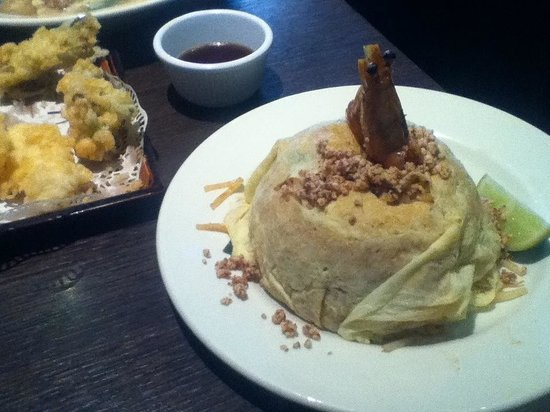 Suki': Pad Thai (wrapped in omelette with prawn poking out) nice and ...