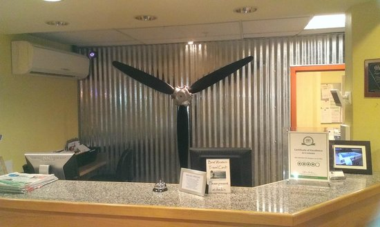 Best Western Plus Navigator Inn & Suites: now that is what I call a real airplane decor for the lobby