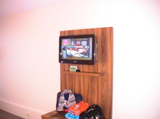 Holiday Inn Eindhoven: Телевизор