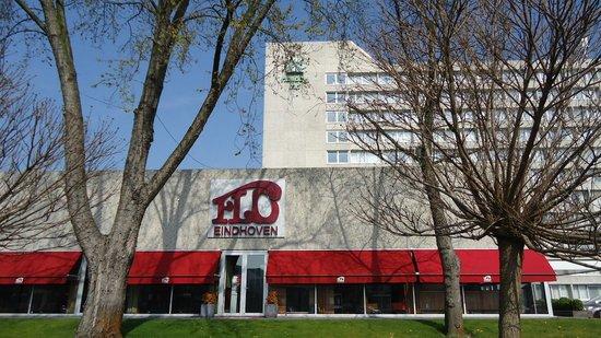 Holiday Inn Eindhoven: Перед отелем