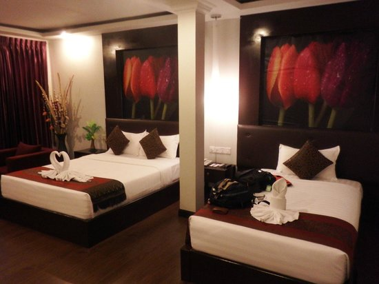 King Grand Suites Boutique Hotel II : Queen and single beds