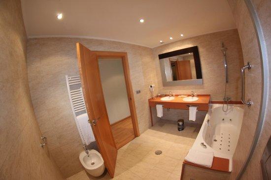 Nastasi Hotel & Spa: Baño