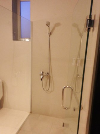 King Grand Suites Boutique Hotel II: Shower