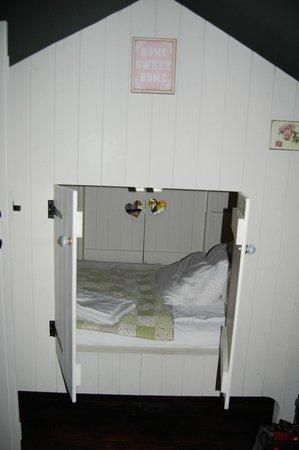 The Dandelion Hideaway: Child hideaway bed