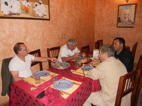 Riad Nezha: ont peu voir sur la table le cubi de bordeaux