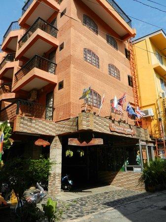 Jasmine Hotel Pattaya: Front Of Hotel