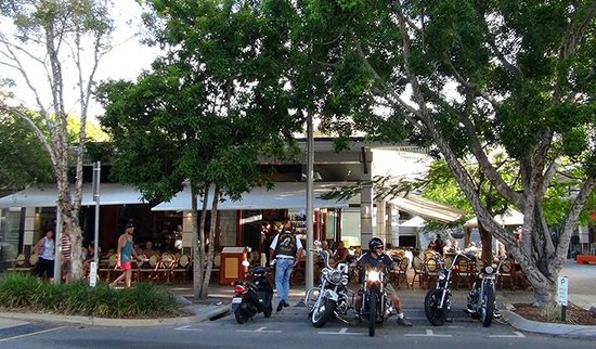Aromas Noosa: A typical lazy afternoon at Aromas on Hastings Street