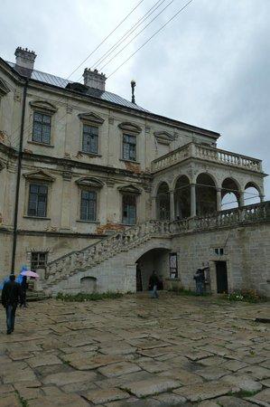 Pidhirtsi Castle: Inside the courtyard