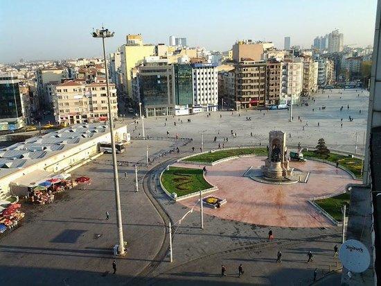 CVK Hotels Taksim: View on Taksim square