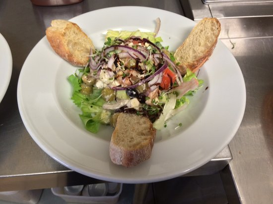 The Lifeboat Tavern: Salad