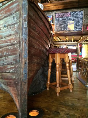 The Lifeboat Tavern: Top bar