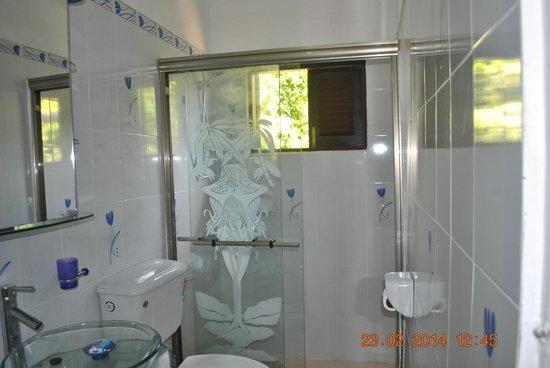 Villa Rafia Guesthouse : Душевая