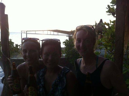 Spider House Resort: sun set with beautiful ladies