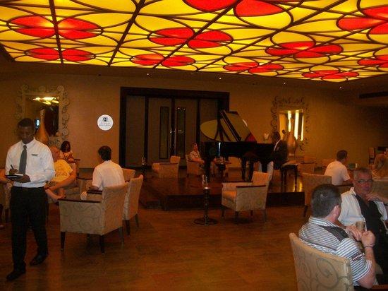 Barcelo Bavaro Beach - Adults Only : Hall avec piano-bar, accès discothèque et casino