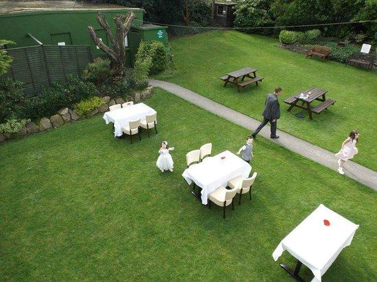 Sandymount Hotel: Gardens