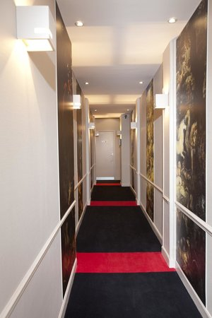 Hotel Cecyl: COULOIR ACCÈS AUX CHAMBRES