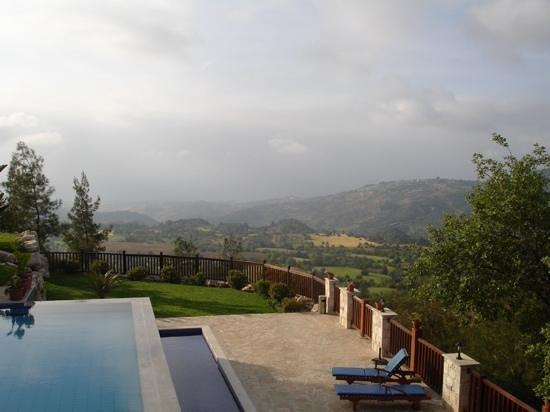 Paradisos Hills: hazy view