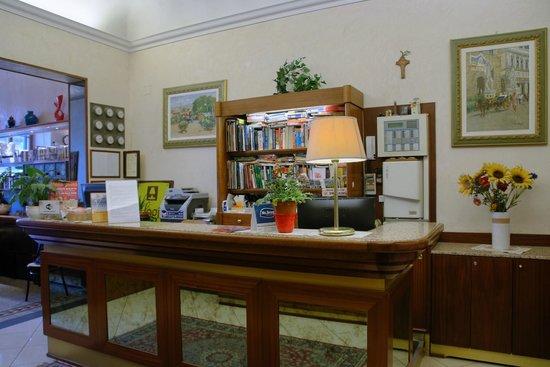 Hotel Casci: Our reception desk