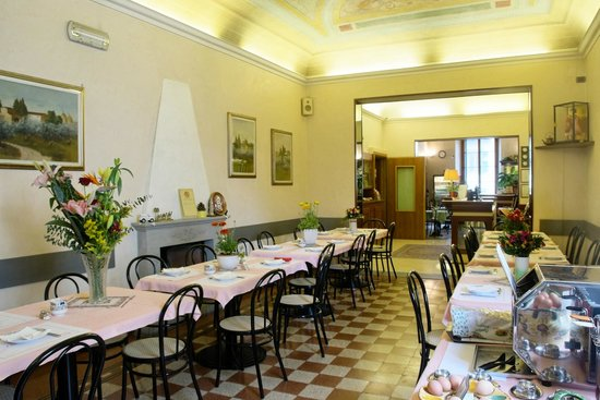Hotel Casci: Our fresco decorated breakfast room