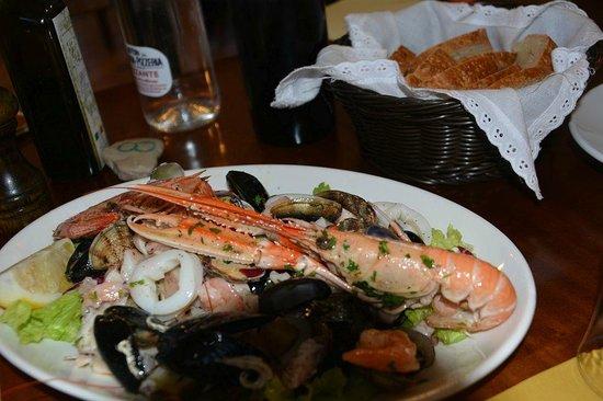 Don Pedro: mhm ... sehr lecker ... Meeresfrüchtesalat